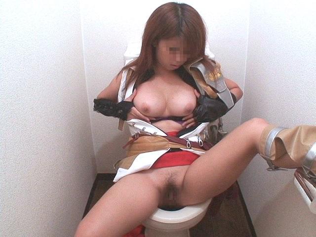 激レア!コスプレイヤーのトイレオナニー 5