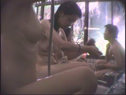 女盗撮師による海水浴場併設公衆浴場 4