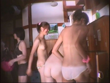 女盗撮師による海水浴場併設公衆浴場 5