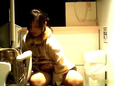 超絶美女揃い!人気ショップのトイレ盗撮 3