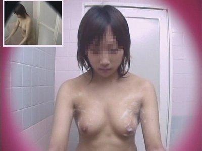 宿直ナースのシャワー室を極秘盗撮 3