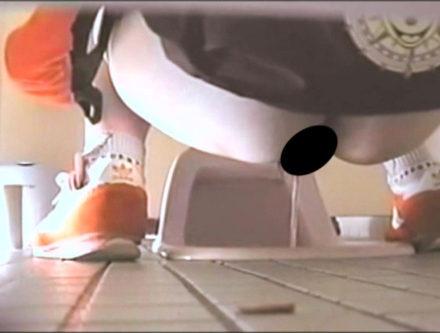 混み合う道の駅トイレで張り込み盗撮