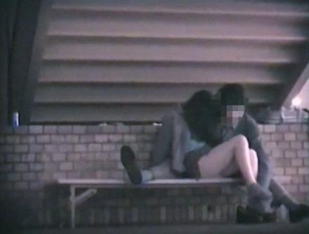 発情カップルのラブラブベンチ 3