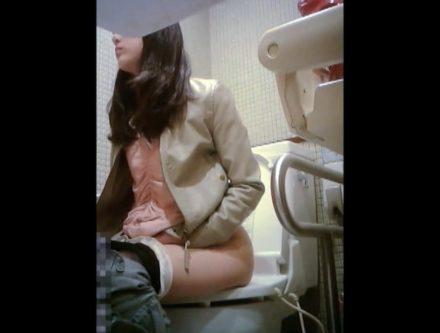 ビジネス系専門学校の女子トイレ 4
