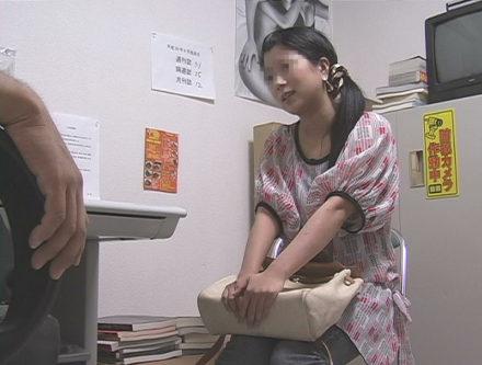 書店オーナーによる万引き娘をお仕置きレイプ 2