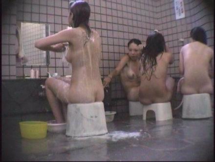 女盗撮師による海水浴場併設公衆浴場 6