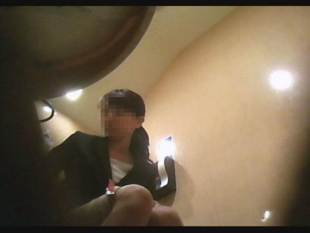 2カメ盗撮!某有名カフェの女子トイレ 4