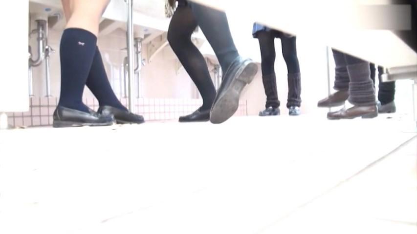 某所駅前ファッションビルの女子トイレ 4