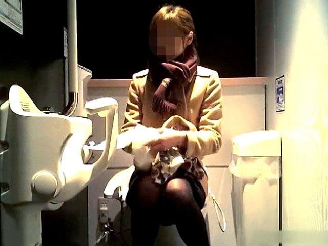 ビジネス系専門学校の女子トイレ 6