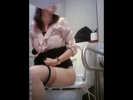ビジネス系専門学校の女子トイレ 3