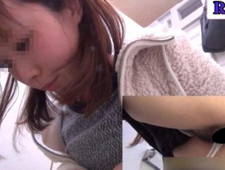 オシッコ我慢ギャルの駆け込みトイレ③