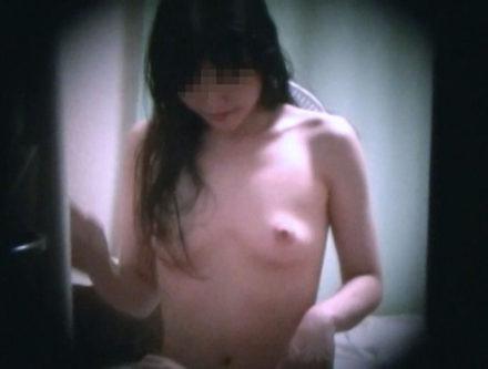 一人暮らしの女の子は裸族が多い?玄関ドア覗き穴④